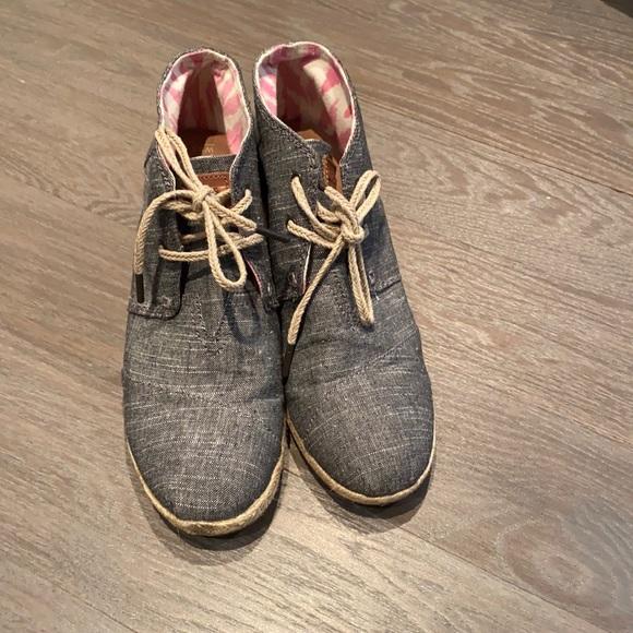 TOMS desert wedge boot espadrille black chambray